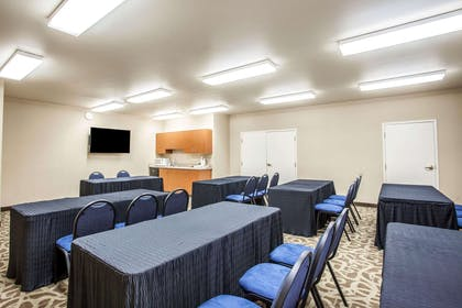 Meeting room with classroom-style setup | Quality Inn & Suites Federal Way - Seattle