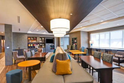 Lobby | Home2 Suites by Hilton Green Bay
