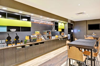 Restaurant | Home2 Suites by Hilton Green Bay