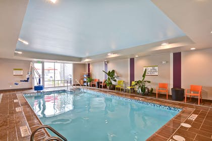 Pool | Home2 Suites by Hilton Green Bay