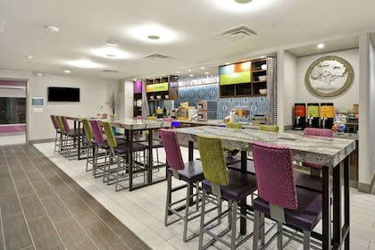 Restaurant | Home2 Suites by Hilton KCI Airport