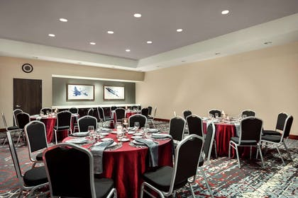 Restaurant | Embassy Suites by Hilton Noblesville Indianapolis Convention Center