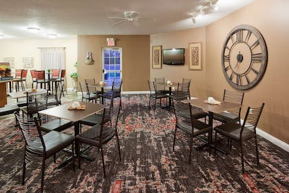 GrandStay Eau Claire Breakfast Seati | GrandStay Residential Suites - Eau Claire