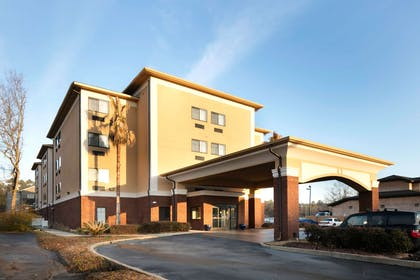 ALSARA Front Exterior Day | Red Lion Inn & Suites Saraland