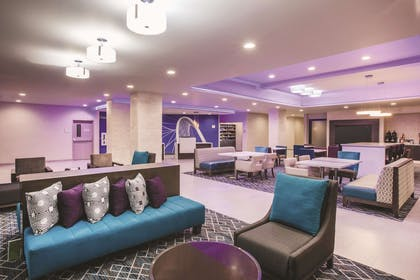 Lobby | La Quinta Inn & Suites by Wyndham Dallas Northeast-Arboretum