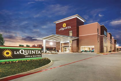 Exterior | La Quinta Inn & Suites by Wyndham Dallas Northeast-Arboretum