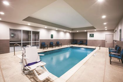 Pool | La Quinta Inn & Suites by Wyndham Dallas Northeast-Arboretum