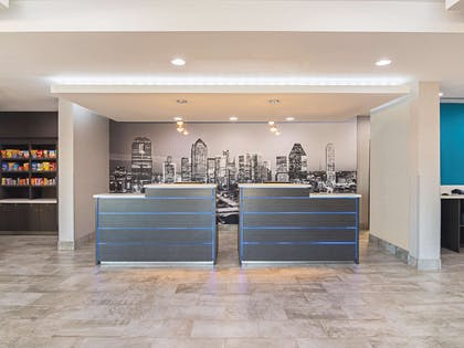 Lobby | La Quinta Inn & Suites by Wyndham Dallas - Wylie