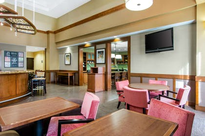 Enjoy breakfast in this seating area | Comfort Suites Lithonia- Stonecrest -Near Mall