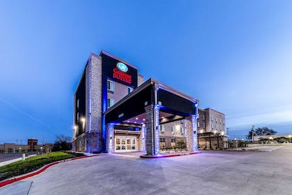 Exterior at night | Comfort Suites Grand Prairie - Arlington North
