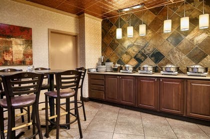 Breakfast area | Copeland Tower Suites, an Ascend Hotel Collection Member