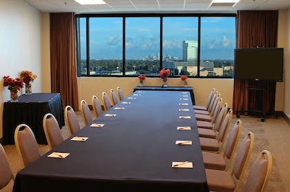 Boardroom | Copeland Tower Suites, an Ascend Hotel Collection Member