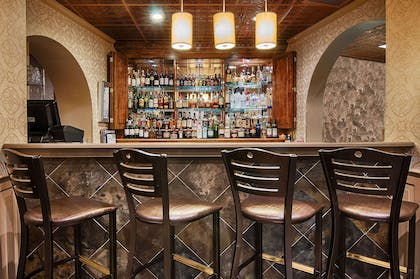 Hotel bar | Copeland Tower Suites, an Ascend Hotel Collection Member