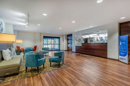 Hotel lobby | MainStay Suites St. Louis - Airport
