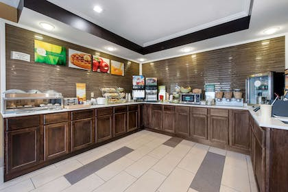 Free breakfast | Quality Inn & Suites