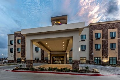 Hotel at night | Sleep Inn & Suites - Fossil Creek