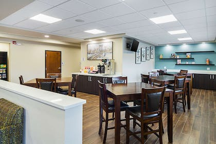 Free breakfast | Suburban Extended Stay Hotel
