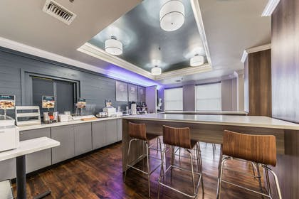 Breakfast area | The Chateau Hotel, an Ascend Hotel Collection Member