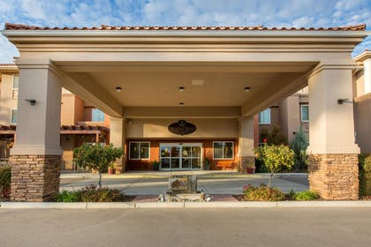 Hotel entrance | The Oaks Hotel & Suites, an Ascend Hotel Collection Member