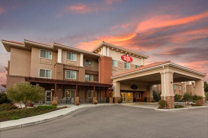 Hotel exterior | The Oaks Hotel & Suites, an Ascend Hotel Collection Member