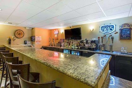 Hotel bar | The Oaks Hotel & Suites, an Ascend Hotel Collection Member