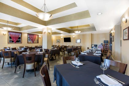 On-site restaurant | The Oaks Hotel & Suites, an Ascend Hotel Collection Member