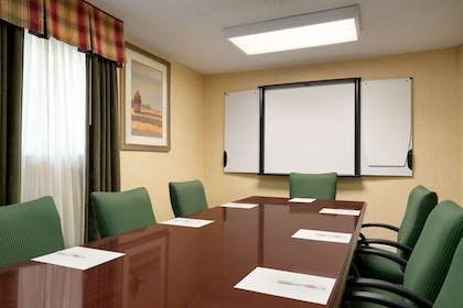 Meeting Room | Hawthorn Suites by Wyndham Tinton Falls