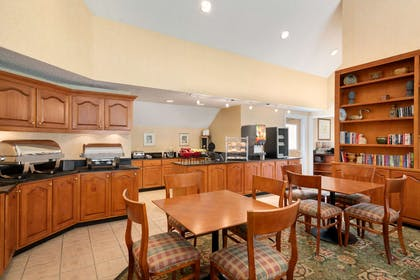 Breakfast Area | Hawthorn Suites by Wyndham Tinton Falls