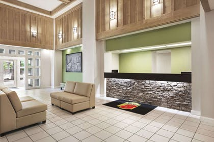 Lobby | Super 8 by Wyndham Cherokee