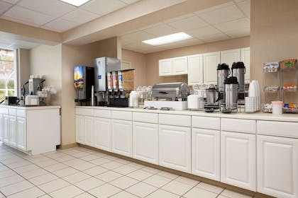 Breakfast Area | Super 8 by Wyndham Cherokee