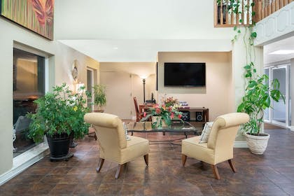 Lobby | Days Inn & Suites by Wyndham Branson