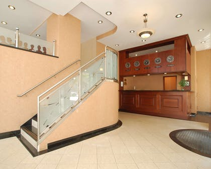 Red Lion Long Island City Lobby | Red Lion Inn & Suites Long Island City
