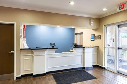Front desk with friendly staff | Comfort Inn South Tulsa - Woodland Hills