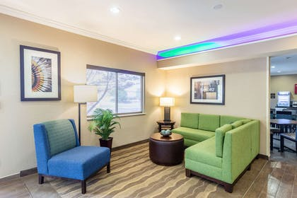 Lobby with sitting area | Comfort Inn South Tulsa - Woodland Hills