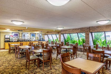 Breakfast area | Clarion Inn & Suites Central I-44