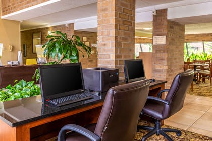 Business center | Clarion Inn & Suites Central I-44