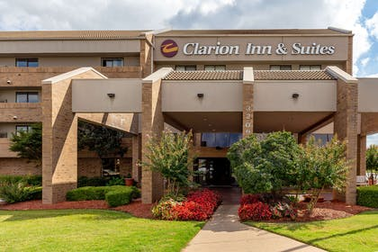 Hotel exterior | Clarion Inn & Suites Central I-44