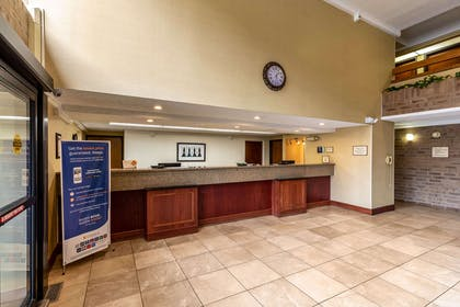 Hotel lobby | Clarion Inn & Suites Central I-44
