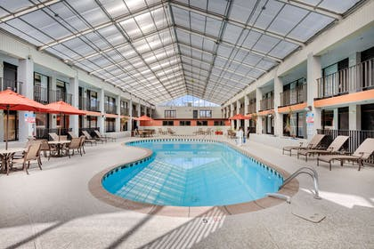 Indoor pool with hot tub | Clarion Inn