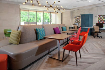 Lobby   Home2 Suites by Hilton Bloomington