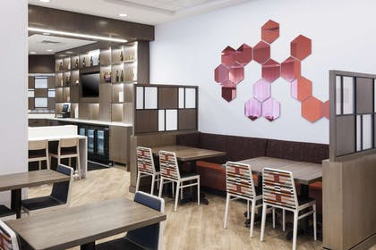 Restaurant | Hampton Inn & Suites Phoenix Downtown