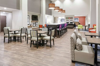 Lobby | Hampton Inn & Suites Overland Park South