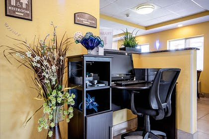 Business center | Quality Inn & Suites Glenmont - Albany South
