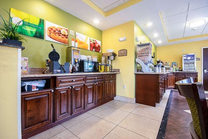 Breakfast counter | Quality Inn & Suites Glenmont - Albany South