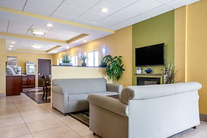 Lobby with sitting area | Quality Inn & Suites Glenmont - Albany South