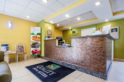 Front desk | Quality Inn & Suites Glenmont - Albany South
