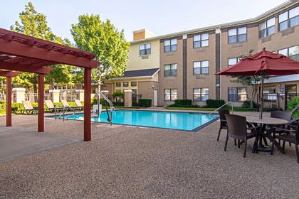 Outdoor pool | Comfort Suites NW Dallas Near Love Field