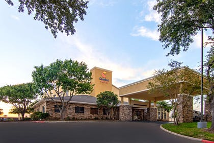 Hotel exterior | Comfort Suites NW Dallas Near Love Field