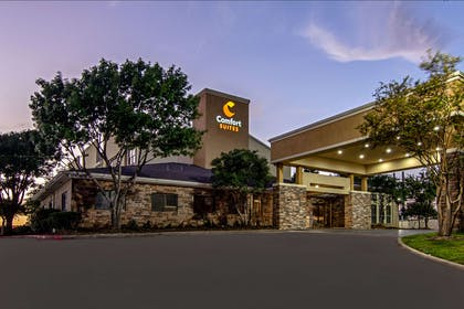 Hotel at night | Comfort Suites NW Dallas Near Love Field