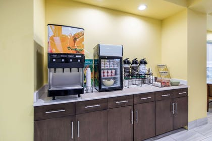 Breakfast counter | Quality Inn And Suites